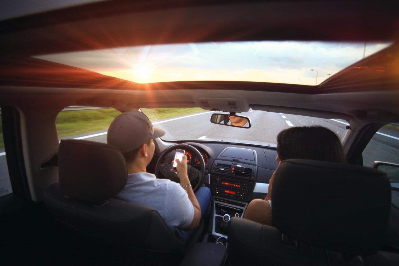 accident-car-communication-2224.jpg